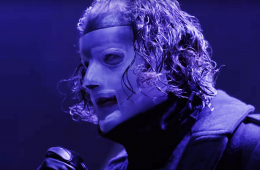 Slipknot's lead singer Corey Taylor performing.