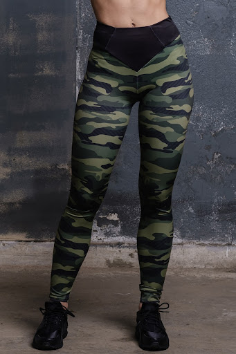 cargo, camoflauge leggings  - sexy and sporty appeal of leggings and black shoes